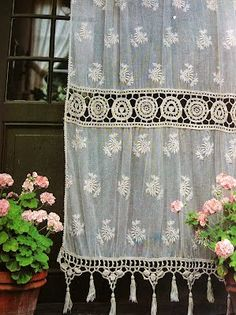 Moon to Moon: Lace Curtains... A very British tradition