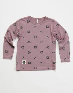 Μπλούζα σε μοβ χρώμα με τυπωμένα σχέδια.  Από οργανικό βαμβάκι.  Κατασκευή: Φινλανδία Sweatshirts, Sweaters, Fashion, Moda, Fashion Styles, Trainers, Sweater, Sweatshirt, Fashion Illustrations