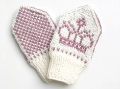 Blomsterbarnvotter / Flower Baby Mittens pattern by Tonje Haugli Baby Mittens, Knit Mittens, Mitten Gloves, Kids Knitting Patterns, Knitting For Kids, Knitting Projects, Drops Design, Drops Baby, Norwegian Knitting