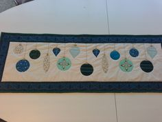 Table runner for Christmas Table Runners, Quilts, Christmas, Xmas, Quilt Sets, Weihnachten, Quilt, Navidad, Yule