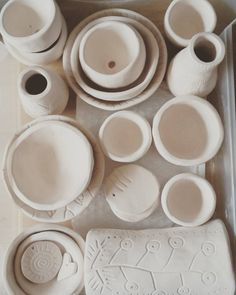 ©2016MarianaOppel Just #outoftheoven #kiln ! Now the second #fun part: to #paint and #decorate. #newwork #ceramics #ceramica #bisque . #inspiration @marianaoppel
