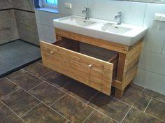 La madera de palés cada vez está más cotizada, ahora vemos cómo lo podemos emplear en el cuarto de baño. ¿Os gustan estas opciones?