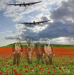 Real-life heroes don't all wear capes and diffuse bombs. These eight people saved the world in snap-decisions or through years of hard work. Remembrance Day Poppy, Remembrance Day Photos, Armistice Day, Flanders Field, Anzac Day, Battle Of Britain, Lest We Forget, Military Art, Veterans Day
