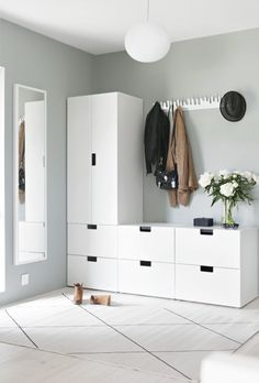 Light-filled entryway with Ikea 'Stuva' storage system Entryway for drop-off ähnliche tolle Projekte Room Interior, Interior Design Living Room, Nordli Ikea, Sas Entree, Hallway Storage, Cloakroom Storage, Ikea Bedroom Storage, Basement Storage, House Entrance