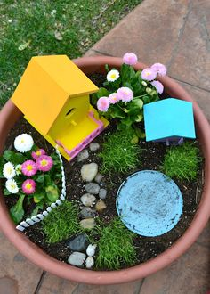 Isn't this cute!  Fairy Garden DIY
