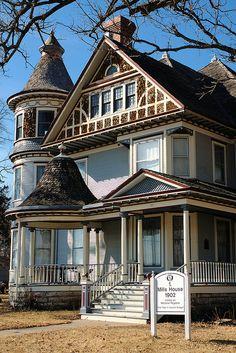 Mills House - Osawatomie, Kansas by Kansas Explorer 3128, via Flickr