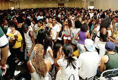 Notícias | Afro-brasileiros expõem produtos na maior feira de cultura negra da América Afro-brasileiros expõem produtos na maior feira de cultura negra da América    redacao  12/05/201