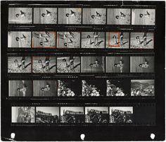 """Planche-contact du photographe Burt Glinn de l'agence Magnum. En 2011 sortait le remarquable ouvrage """"Magnum, planches-contacts"""" aux éditions La Martinière. Voici ici quelques planches-contacts issues de ce livre et provenant de célèbres photographes de cette agence iconique. Très intéressant pour comprendre le travail du photographe, son approche sur le terrain et comment il en vient à choisir une photo plutôt qu'une autre."""