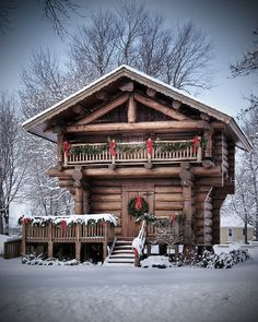 Hanska, Minnesota Stabbur by Bill Conway, via Flickr Norwegian Christmas, Scandinavian Christmas, Scandinavian Design, Country Christmas, White Christmas, Cabin Homes, Log Homes, Norwegian Rosemaling, Swiss Chalet