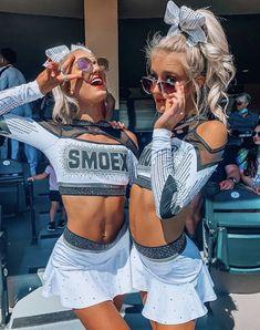 Cheerleading Pics, Cheer Stunts, Hot Cheerleaders, Cheerleading Uniforms, Softball Pics, Cheer Uniforms, Cheer Team Pictures, Soccer Pictures, Girl Pictures