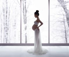 Maternity, newborn, baby and family photographer Lola Melani specializes in fine-art photography in-studio and on location and serving NYC area.