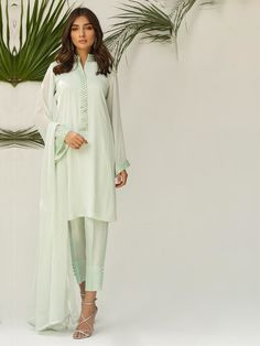 Buy Natasha Kamal Yasmin from Lawncollection. Get your outfit at doorstep anywhere in Pakistan. Beautiful Pakistani Dresses, Pakistani Dress Design, Casual Dresses, Fashion Dresses, Glam Slam, Bridal Dresses, Sarees, Designer Dresses, Kimono Top