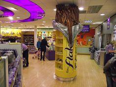 cadburys world birmingham Chocolate Pops, Cadbury Chocolate, Chocolate Brands, Chocolate Heaven, Chocolate Factory, Cadbury World, Inside Shop, Living In England, Fun Days Out