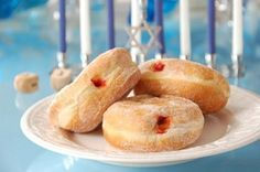 Hanukkah Food Information from Holidays and Observances - Pictured is Hanukkah Treats - Deep-fried jelly filled donuts called Sufganiot Healthy Hanukkah Recipes, Hanukkah Food, Feliz Hanukkah, Holiday Recipes, Hannukah, Hanukkah Meals, Happy Hanukkah, Diy Hanukkah, Gourmet
