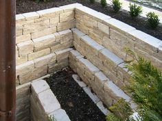Kellerschacht aus Natursteinmauer                              …