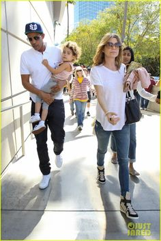 Ellen Pompeo & Chris Ivery so fly. Her outfit rocks.