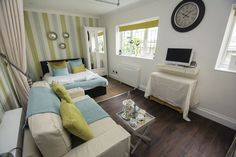 BETWEEN PIERS: Lovingly designed bright and airy studio in the heart of Brighton's shopping district. Close to all amenities and a few minutes' walk to the beach. http://www.brightonholidaylets.com/holiday-homes/brighton/between-piers/361010/