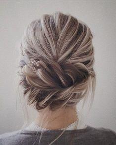 Peinados de boda y moño con reflejos blancos como la ceniza
