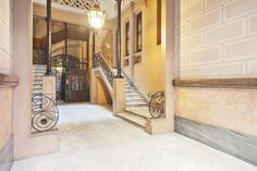 #BeautifulLobby #forsale in #PasseigdeGràcia #AtipikaBarcelona #AtipikaBcn #RealEstate www.atipika.com Stairs, Real Estate, Beautiful, Home Decor, Buildings, Facades, Architecture, Stairway, Decoration Home
