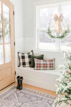 Home Bunch Interior Design Ideas Home Bunch Interior Design Ideas Patricia ticilein Hygge Living Christmas Decor Our home is also decorated with a lot of nbsp hellip Room decor navy Christmas Bathroom Decor, Christmas Home, Christmas Entryway, Foyer Decorating, Decorating Ideas, Decorating Kitchen, Decor Ideas, Luxury Interior Design, Interiores Design