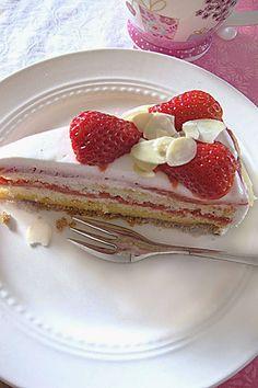 Erdbeer-Rhabarber-Torte von Veganpassion