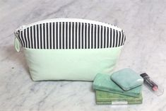 Easy cosmetic bag tutorial and free sewing pattern. The Color Block Curve Top Cosmetic Bag has a gently curved zipper top. Just the right size to hold cosmetics or other small items! Bridesmaid Makeup Bag, Bridesmaid Tote Bags, Bridesmaids, Sewing Patterns Free, Free Sewing, Cosmetic Bag Tutorial, Custom Makeup Bags, Easy Sewing Projects, Sewing Ideas