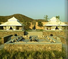 Aman-i-Khás is a wilderness camp located on the outskirts of Rajasthan's Ranthambore National Park. The resort offers 10 Moghul style, luxury tents.