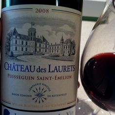 """I wreszcie odkorkowałem... Nie wiem, czy jesli napisze """"typowe bordeaux"""" to będzie to obelga dla tego wina czy pochwała. Wino super """"wchodzi"""", zadziwiająco łagodna końcówka, żadnego """"fałszu"""" w niej nie ma. Smakowało mi jednym słowem, polecam aczkolwiek cena trochę wysoka."""