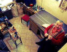 Tu poszerzy, tam zwęzi, a tam wstawi suwak… Pan Jerzy Hlasny zaprasza do swojego zakładu krawieckiego przy Wileńskiej 11.