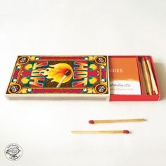 DIY Matchbox Business Card Holder - HOT What a lovely idea~ For beautiful matchbox-inspired products (such as notebooks and DIY gift boxes) visit www. Business Card Holders, Business Cards, Diy Gift Box, Gift Boxes, Make Eyes Pop, Cigarette Case, Diy Accessories, Diy Kits