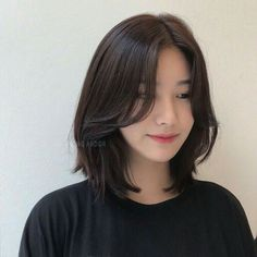 Asian Short Hair, Short Hair With Bangs, Girl Short Hair, Hairstyles With Bangs, Short Hair Cuts, Short Hair Korean Style, Korean Medium Hair, Asian Hair Medium Length, Asian Haircut Short