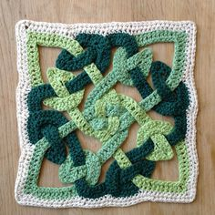 Crochet Granny Square Design Suvi's Crochet: Celtic Knot motif - Use these free crochet patterns to create something for St. Fun and free, these crochet patterns will have you seeing green. Crochet Square Pattern, Crochet Motifs, Crochet Blocks, Square Patterns, Crochet Squares, Crochet Granny, Crochet Stitches, Free Crochet, Knit Crochet