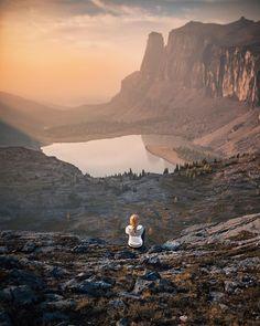"4,838 To se mi líbí, 201 komentářů – Martina Gebarovska 🇨🇿 (@dreamingandwandering) na Instagramu: ""When smoky skies and golden sunrises create something ethereal. ✨ . . . . #imagesofcanada…"""