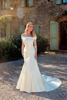 Ruched Wedding Dress, Classic Wedding Dress, Lace Mermaid Wedding Dress, Sexy Wedding Dresses, Mermaid Dresses, Designer Wedding Dresses, Bridal Dresses, Wedding Gowns, Older Bride Dresses