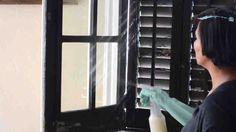 Limpiar las ventanas muchas veces es engorroso. La suciedad acumulada, las manchas y el polvo hace que se necesiten numerosos productos para dejar tus cristales relucientes. Si no quieres gastar más en productos que contienen amoniaco y pueden irritar tu piel, aquí tienes la solución. Para ha