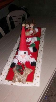 Christmas Crafts, Merry Christmas, Christmas Decorations, Holiday Decor, Table Runners, Diy Crafts, Holidays, Ideas, Christmas Art