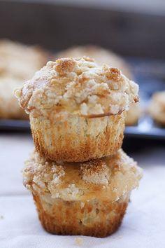 apple streusel coffee cake muffins | heathersfrenchpres.com #backtoschool #muffins