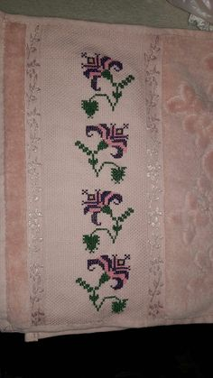 Cross Stitch Borders, Cross Stitch Flowers, Palestinian Embroidery, Art Pictures, Diy And Crafts, Creepers, Victorian, Pattern, Handmade