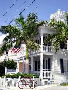 travelingcolors:    Key West Architecture   Florida    Photo taken by me (travelingcolors)