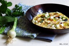 Omelette courgette oignon feta amandes