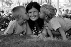 dINU9qDZ5IQ 1 загружено в Мамины счастливые мгновенья: Я с малышами Нравиться фото-голосуйте. Подруга участвует в конкурсе