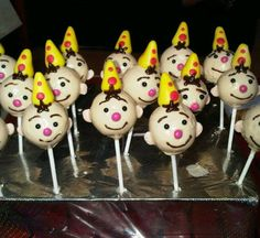 i made these little clowns called bumba if u want u can vote for me on the bottom of the page Dora, Cupcakes, Cakepops, Amazing Cakes, Baking Recipes, First Birthdays, Party, Desserts, Kids