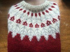 loritru's Lori's red Lopi Fair Isle Knitting Patterns, Sweater Knitting Patterns, Knitting Charts, Knitting Yarn, Knit Patterns, Hand Knitting, Icelandic Sweaters, Christmas Knitting, Pulls