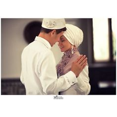 Muslim Nikah, Malay Wedding, Muslim Couples, Vintage Beauty, Love Story, Islam, Marriage, Poses, Headpieces