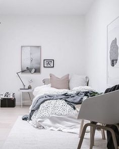 A beautiful calm bedroom styled by @styledbyemmahos for @bjurfors_goteborg. Love the soft pastel colour palette.
