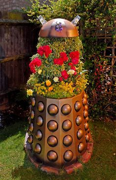 Dr Who Giant Dalek flower pot Dr Who, Dalek, Geek Out, David Tennant, Homestead Survival, Superwholock, Flower Pots, Geek Stuff, Cool Stuff