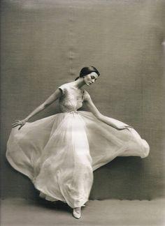 Richard Avedon.  Carmen Dell'Orefice  Harper's Bazaar , 1957
