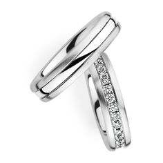 Couple Wedding Band with Diamond. Available in Gold, Palladium, Platinum