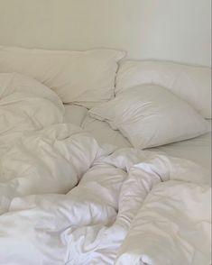 Aesthetic Bedroom, White Aesthetic, Dream Rooms, Dream Bedroom, Bedroom Inspo, Bedroom Decor, Minimalist Room, Dream Apartment, My New Room