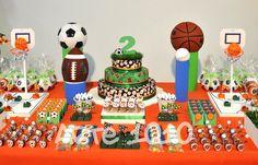 Este apaixonado por bolas, de todas as cores e esportes, ganhou uma   comemoração digna de sua paixão!         As bolas de futebol, bas...